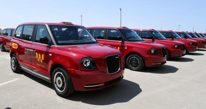 В Баку завезли новые красные