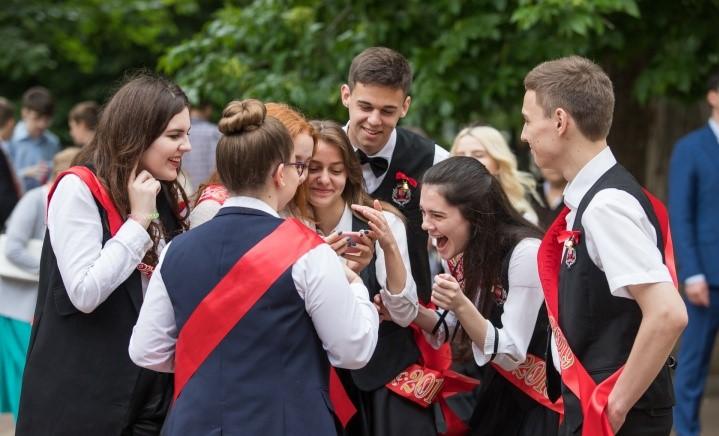 С золотой медалью окончили 14 выпускников бакинских школ