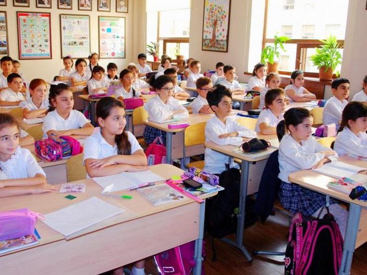 В Азербайджане продлены сроки внеплановых каникул в учебных заведениях