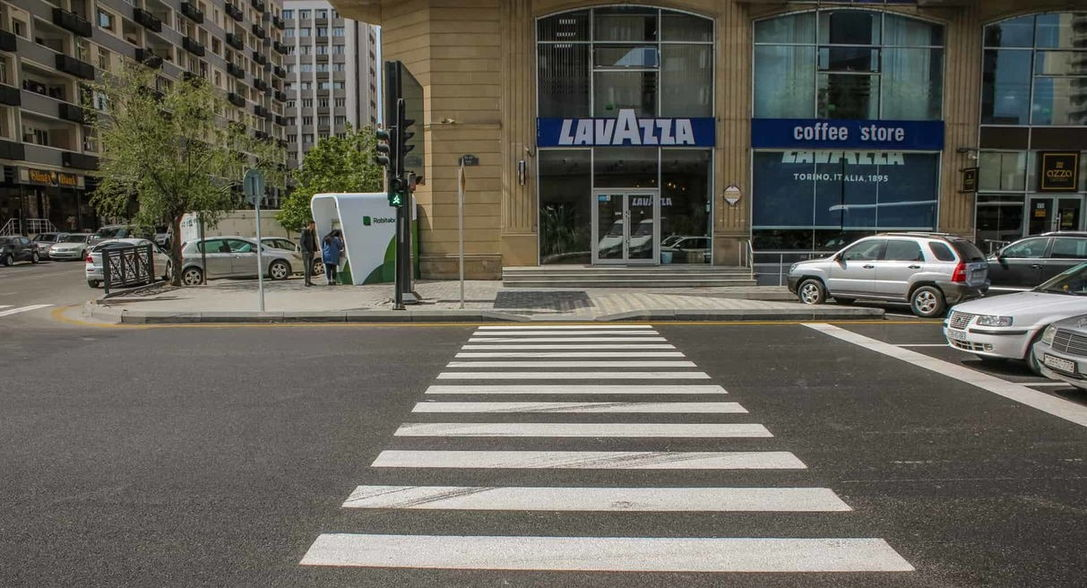 В Баку установлены новые светофоры для пешеходов