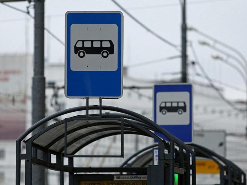 В Баку устанавливаются новые автобусные остановки