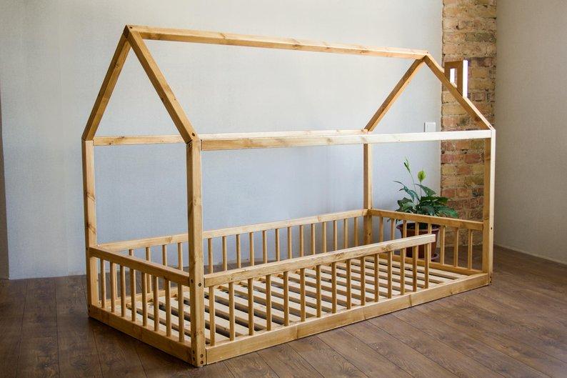 Монтессори-кроватка: какие преимущества и где заказать в Баку?