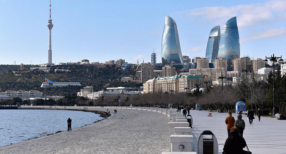 В Азербайджане запретили гулять в парках и бульварах