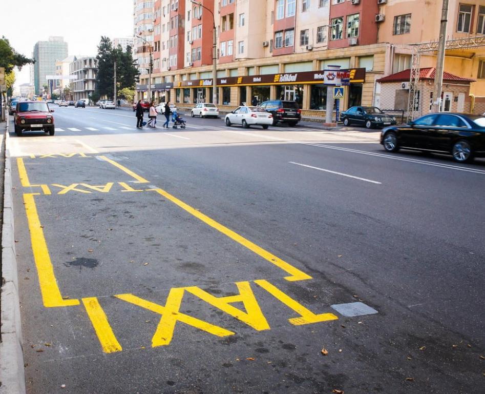 На 12 бакинских улицах созданы стоянки такси