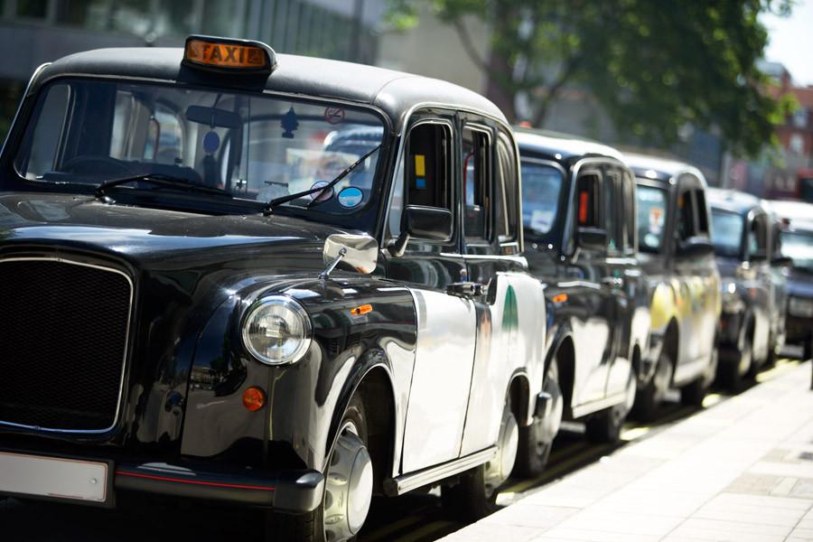 В Баку завезли новые такси