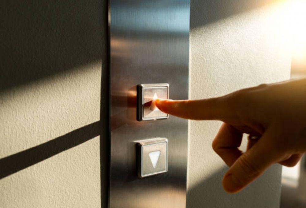 В Баку доставили новые лифты