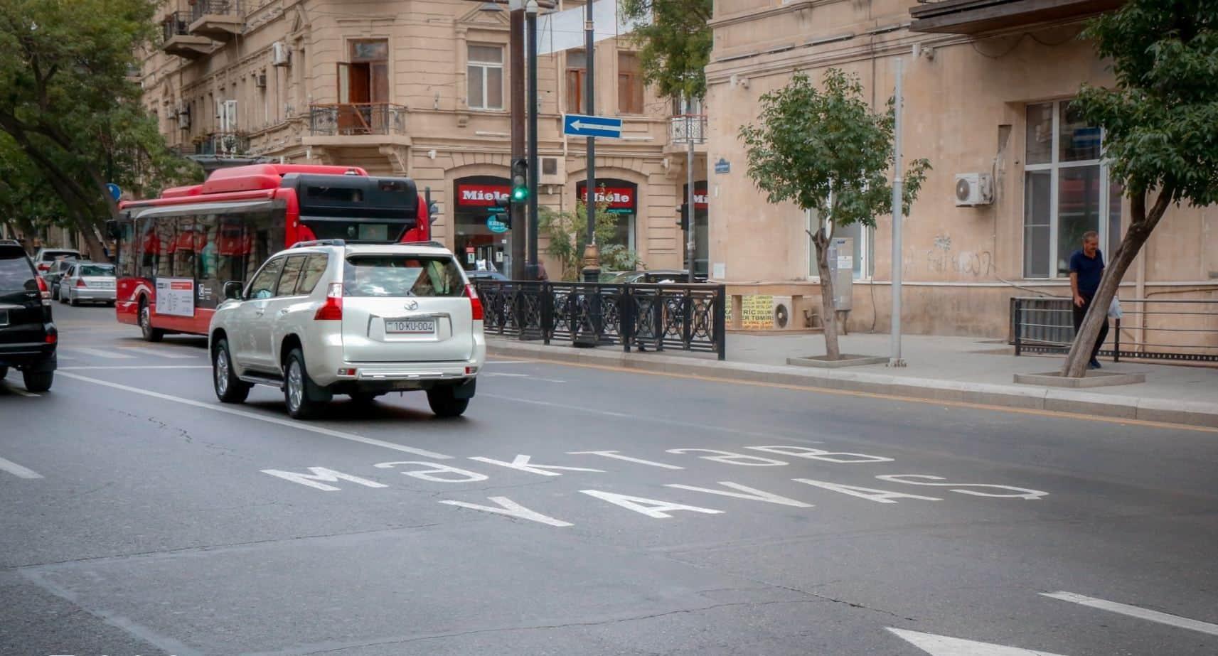 В Баку перед школами обновлены пешеходные