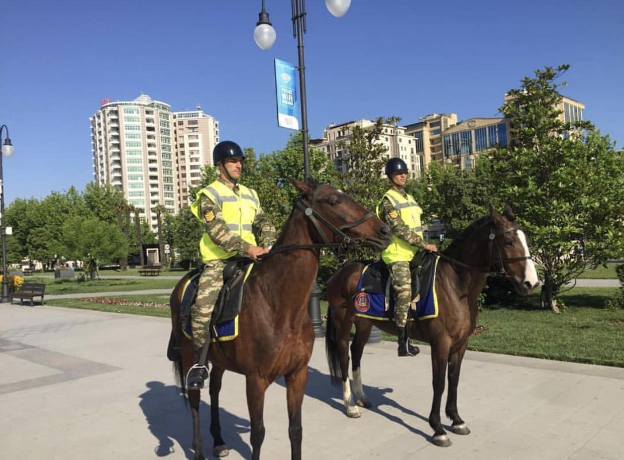 В центре Баку появилась конная полиция