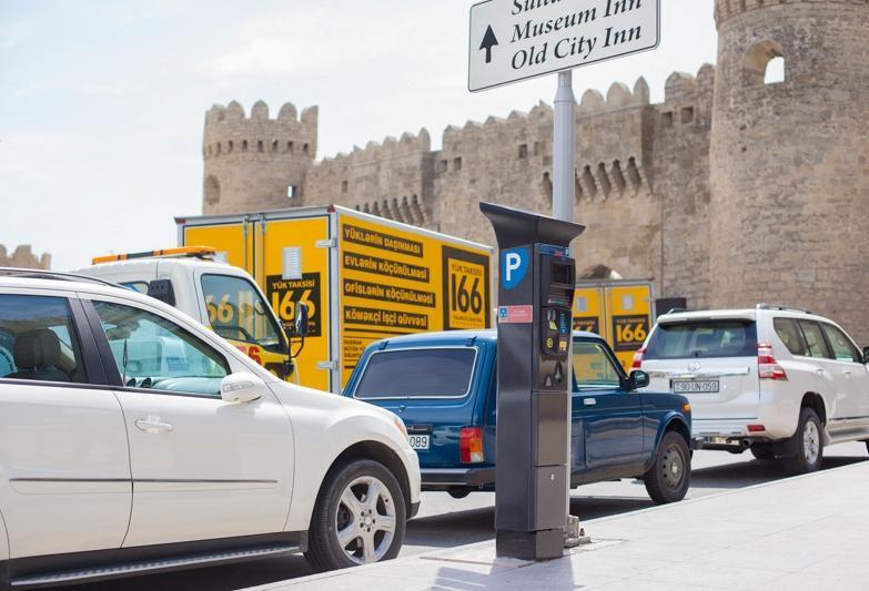 Скандально известные парковки в Баку стали бесплатными