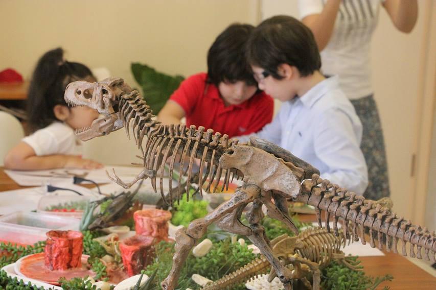 Урок по палеонтологии в парке центра Г. Алиева