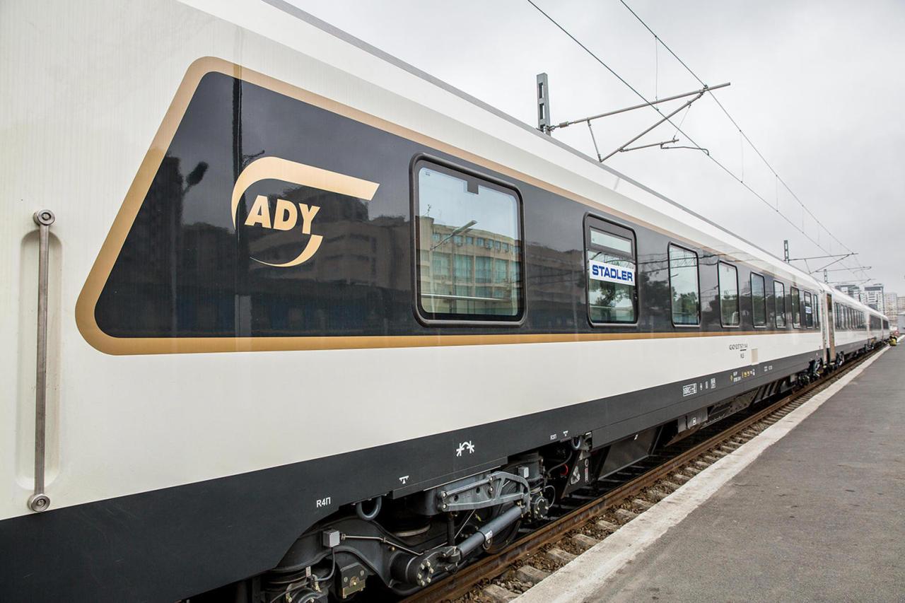 Запускается пассажирский поезд Баку-Анкара