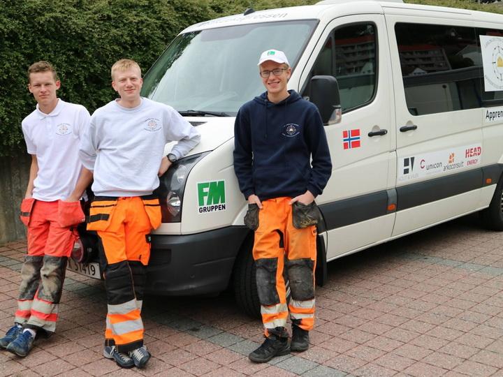 Норвежские студенты подарили Азербайджану микроавтобус для детей с инвалидностью