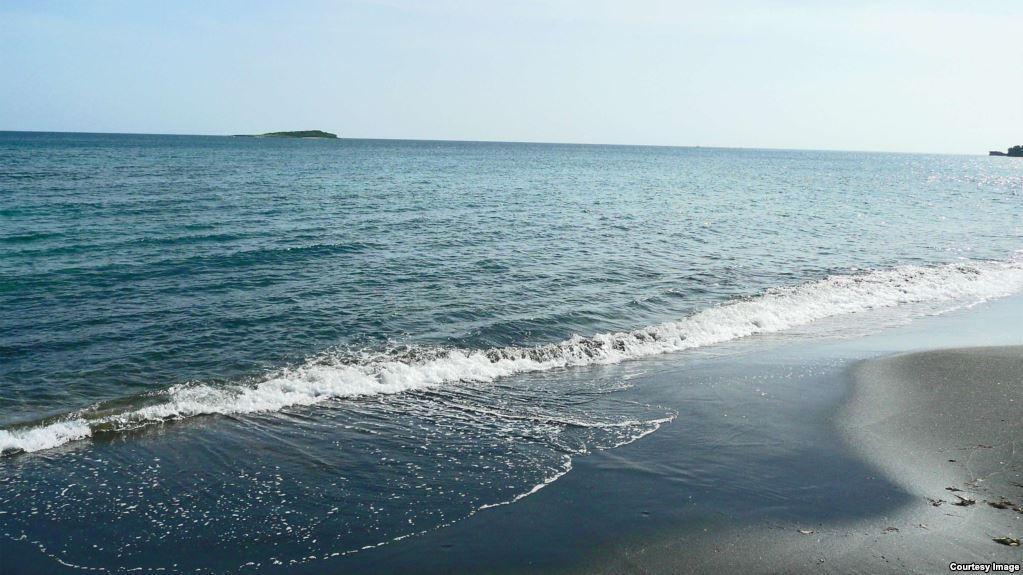Еще два бакинских пляжа объявлены небезопасными для купания
