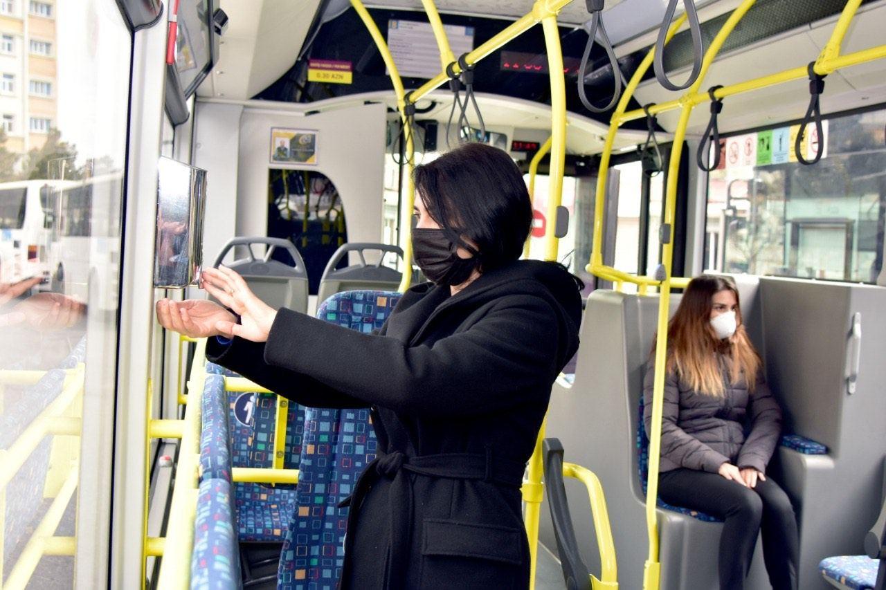 В автобусах установлены емкости с дезинфицирующим раствором