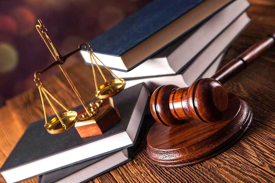 Завтра адвокатские бюро будут оказывать бесплатные юридические услуги
