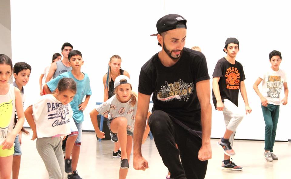 Хип-хоп выступление танцевального лагеря