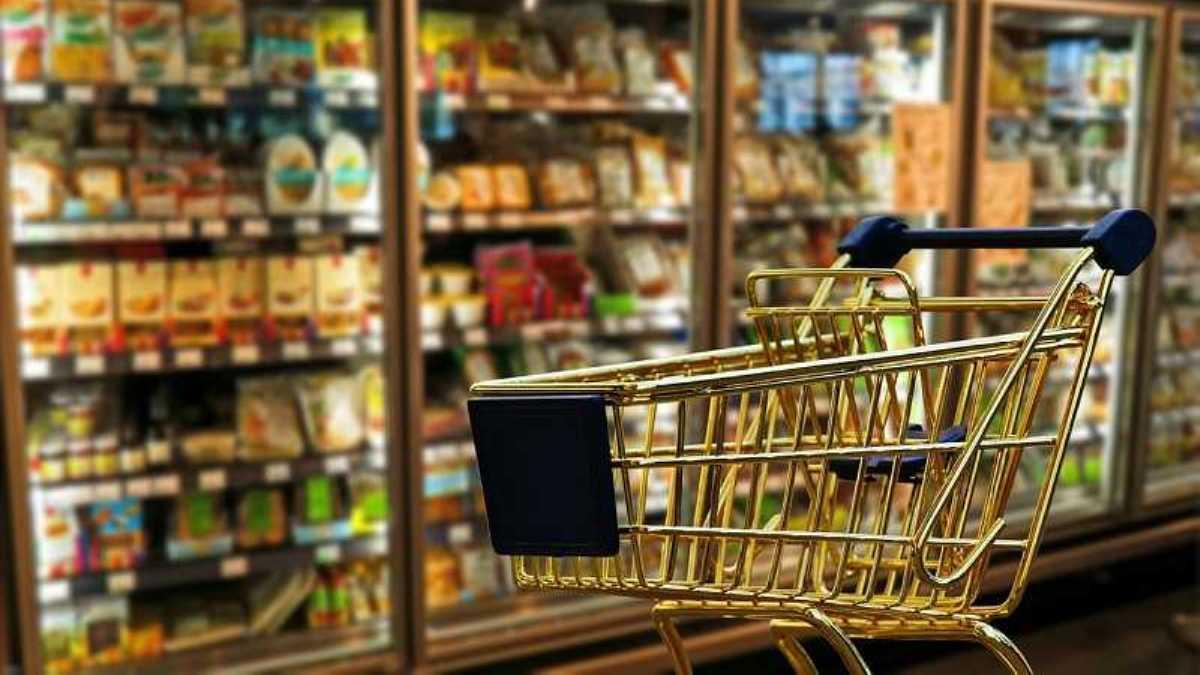 Покупателям запретили брать неупакованные продукты