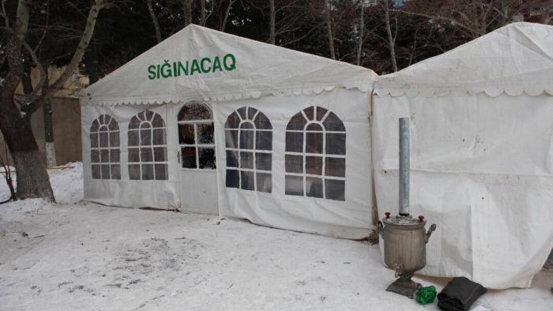 В Баку установлено 5 палаток