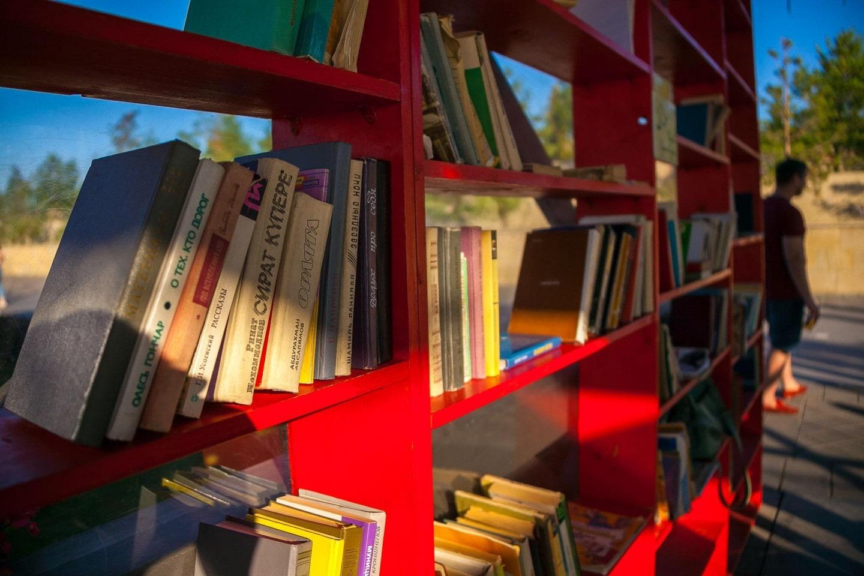 В Баку открывается уличная библиотека