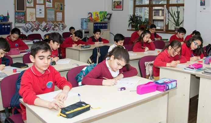 """Школа Xəzər Universiteti """"Dünya Məktəbi"""""""