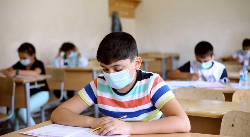 В Азербайджане школы переходят на дистанционное обучение
