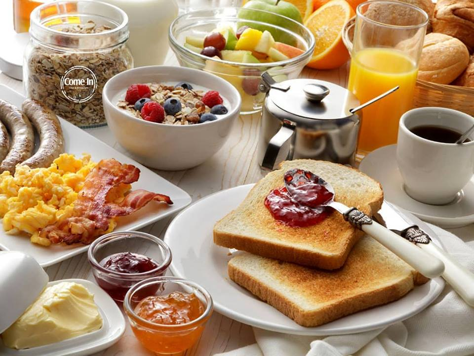 Семейный завтрак в