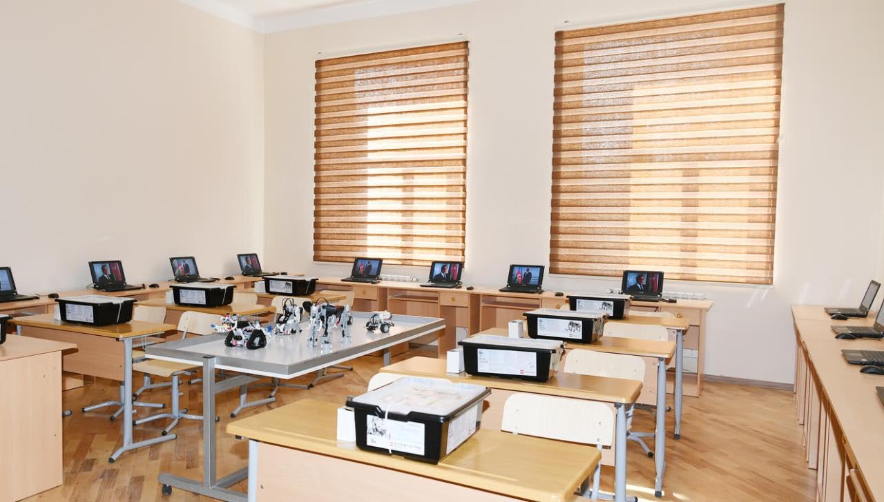 В азербайджанских школах начали применять роботов