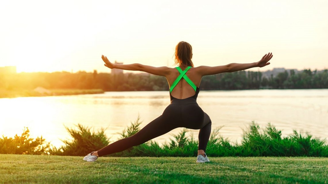 Занятия йоги вместе с