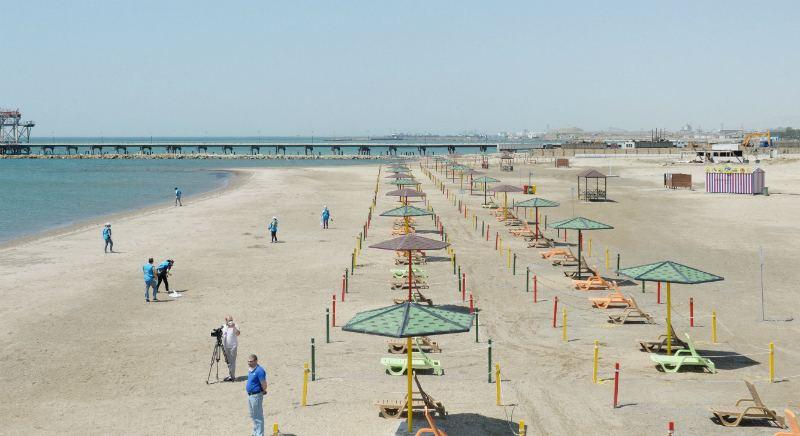 В Баку открылся образцовый общественный пляж