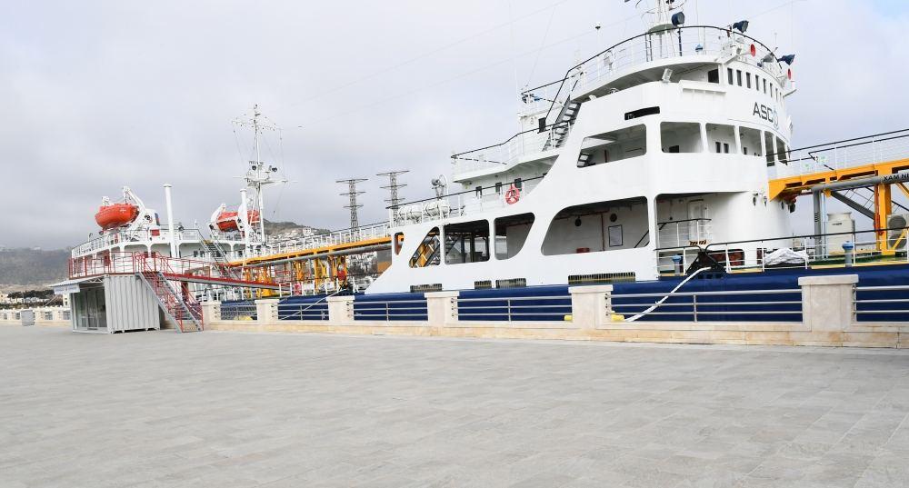 В Баку открылся танкер-музей «Сураханы»