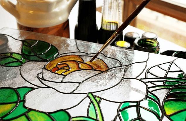 Роспись витражными красками в «Sevimli Bala Elm Mərkəzi»