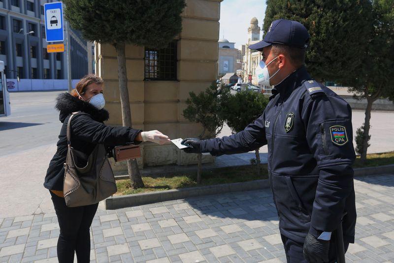 Разрешение на выход нужно получать в полиции